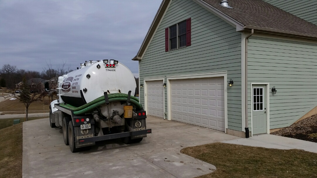 Burlington, IL - Pump and clean septic tank