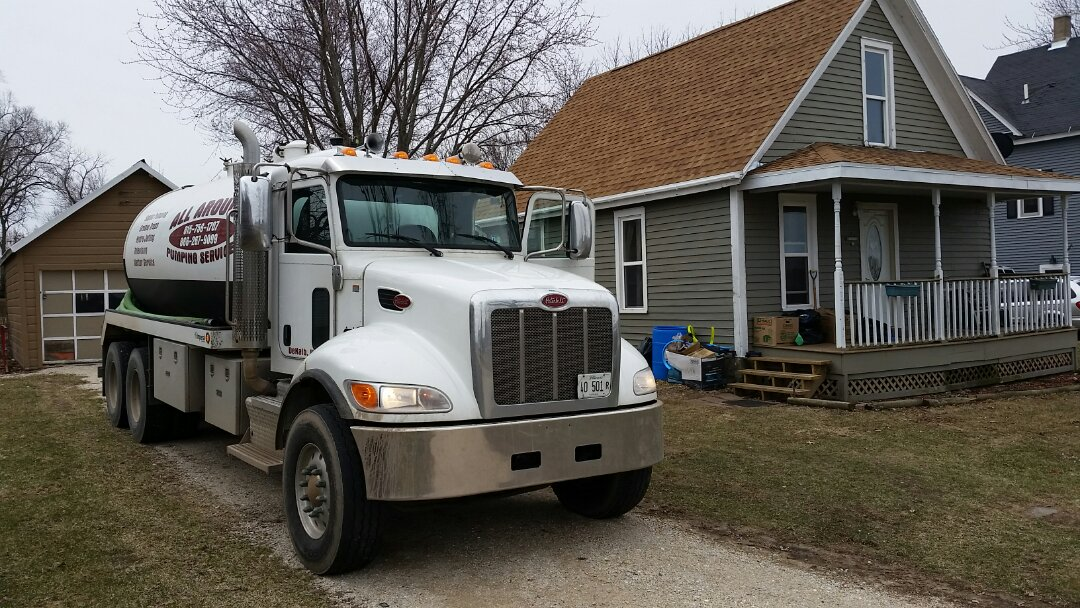 West Brooklyn, IL - Pump and clean 2 compartment septic tank