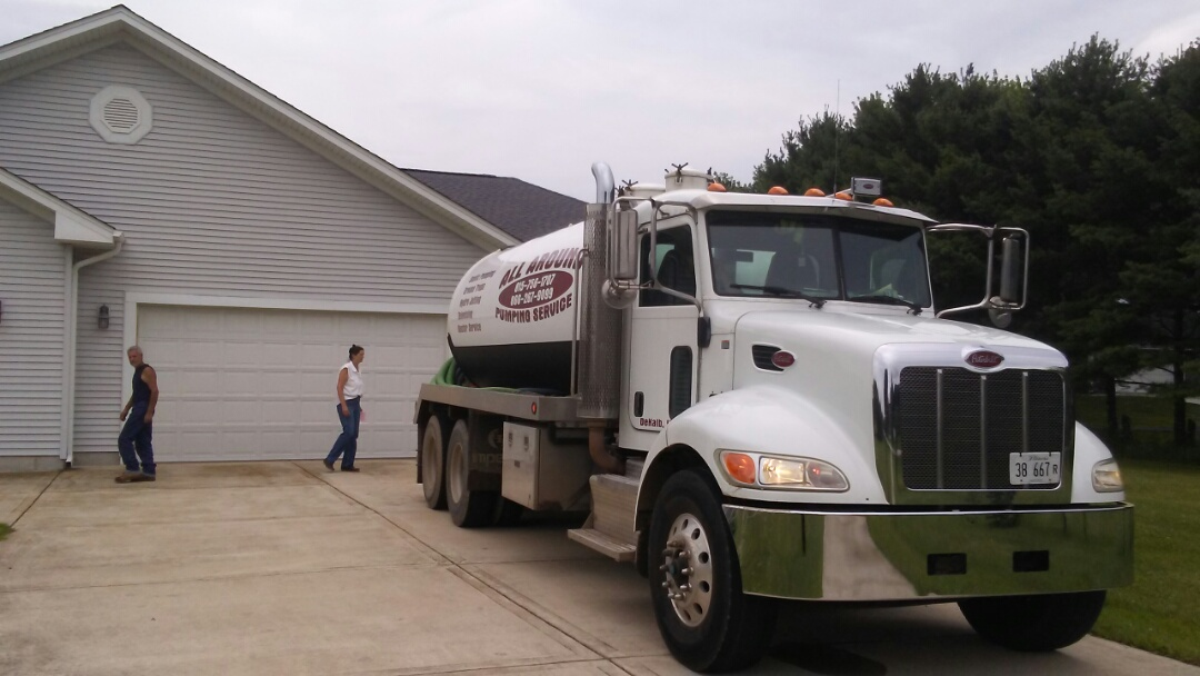 Hampshire, IL - Pump and clean septic tank