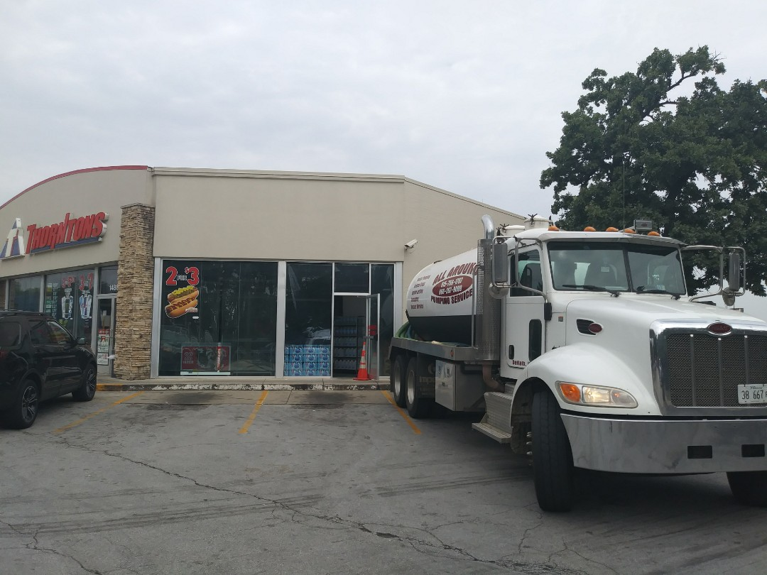 Oak Forest, IL - Pump and clean inside grease trap