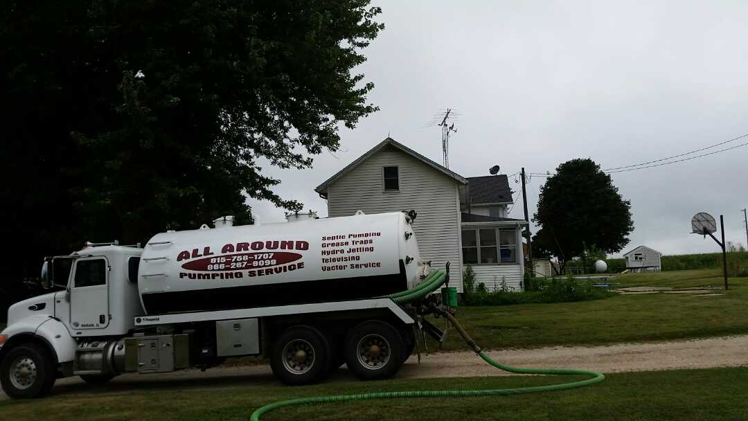 Kingston, IL - Pump and clean septic tanks