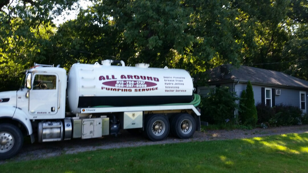 Elburn, IL - Pump and clean septic tank