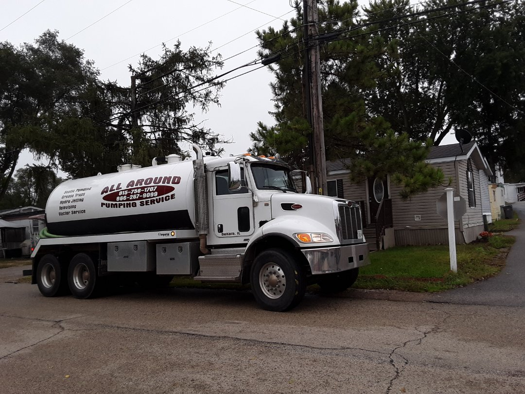 Elgin, IL - Pump and clean septic tank