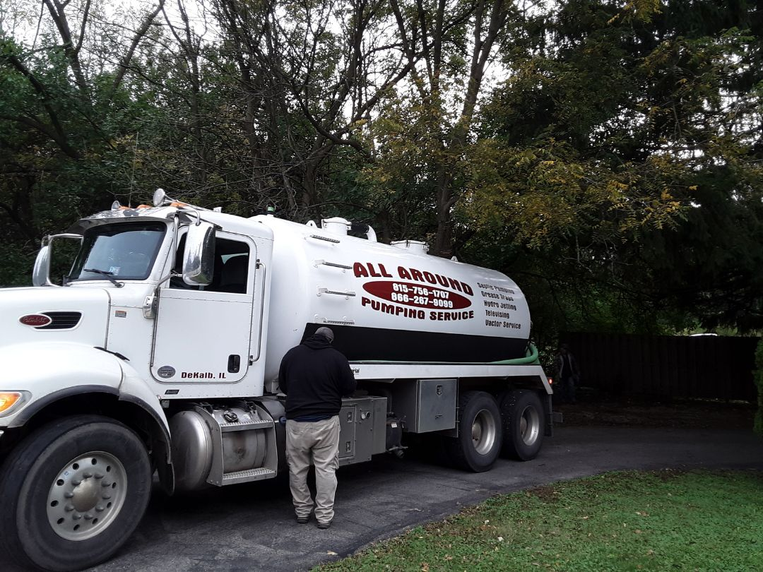 Downers Grove, IL - Pump and clean septic tank