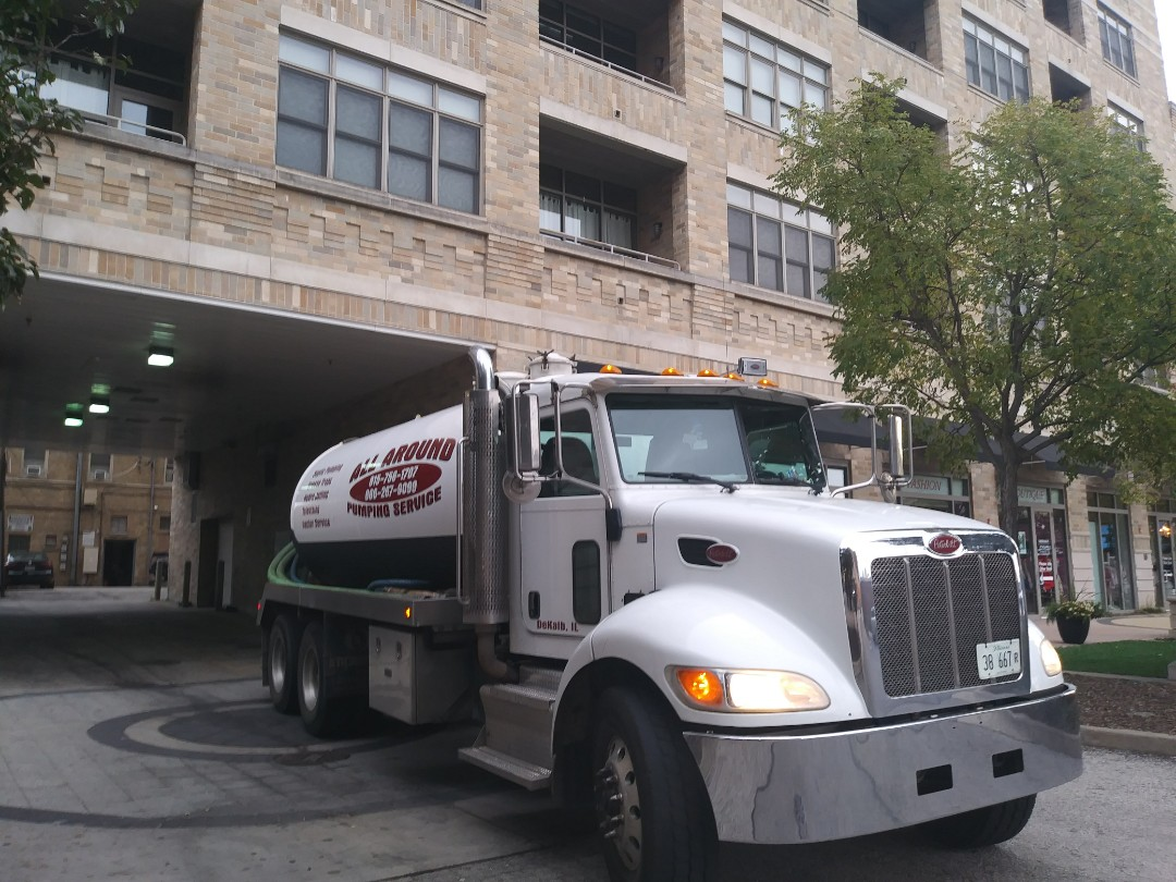 Arlington Heights, IL - Pump and clean outside grease trap
