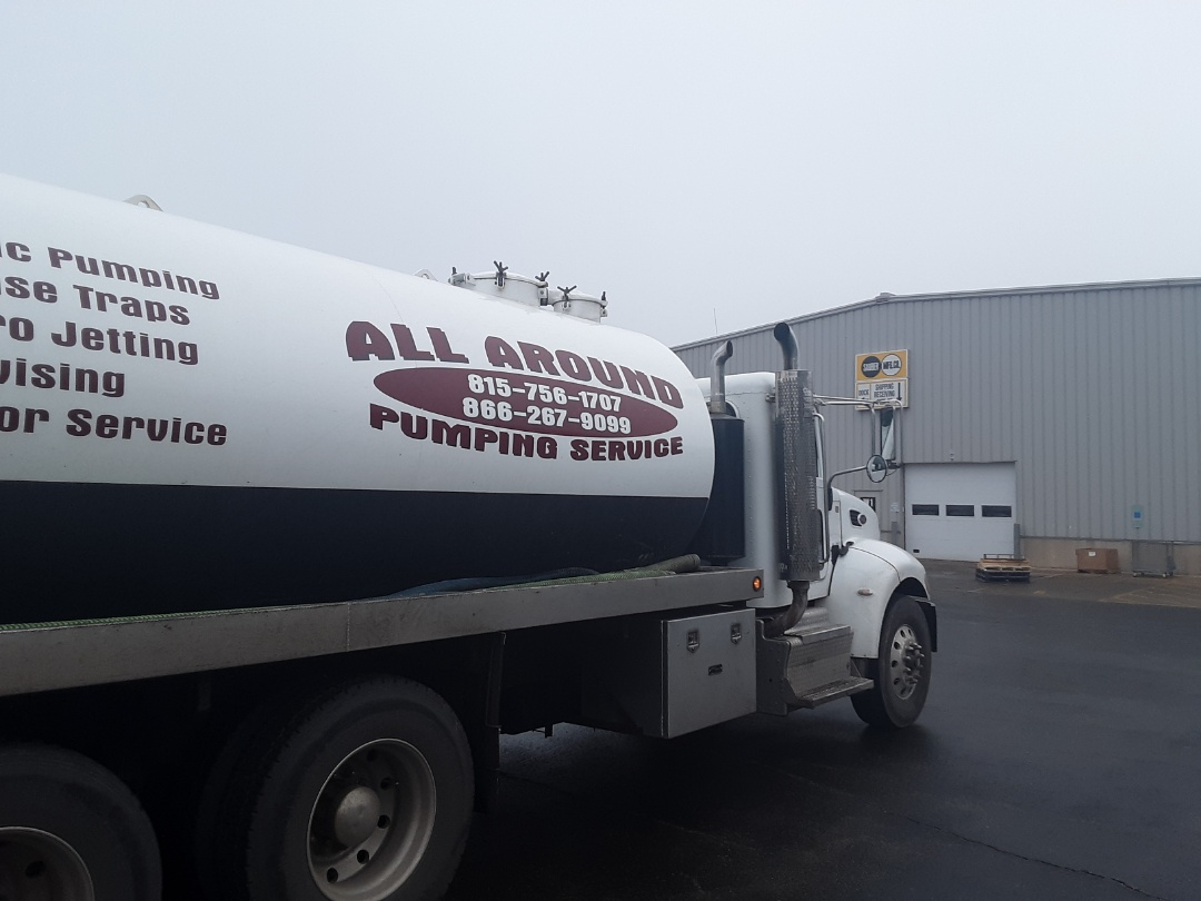 Virgil, IL - Pump and clean septic tank