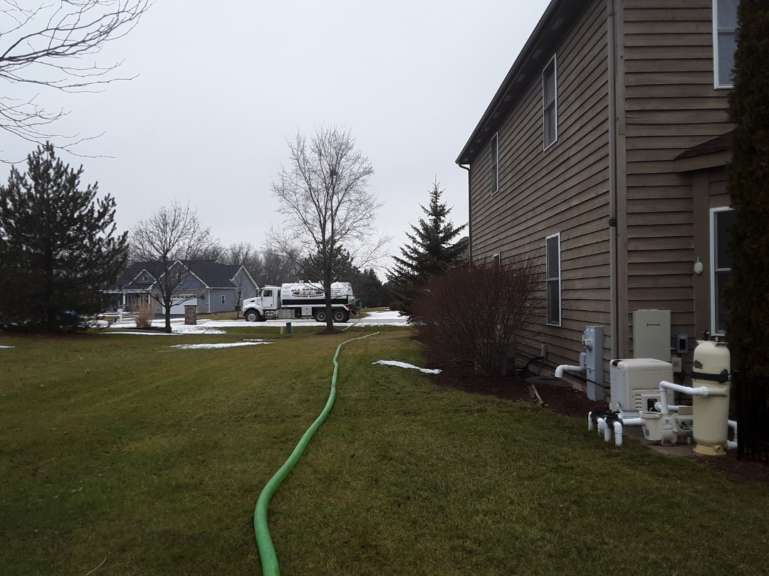 Geneva, IL - Pump and clean septic tank