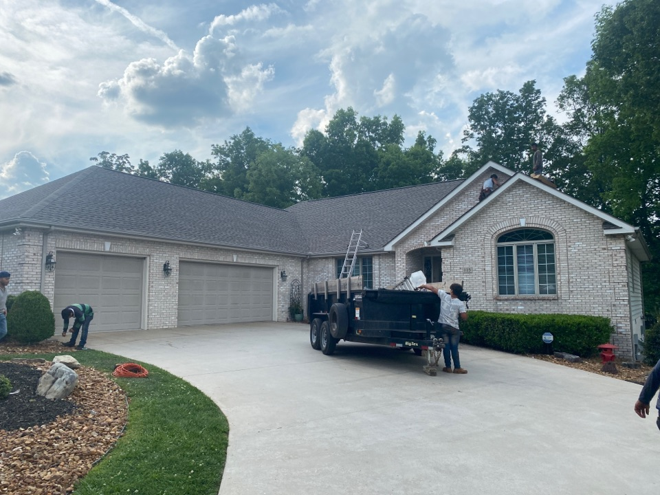 Crossville, TN - Jeff Woods Construction installed these GAF Timberline HDZ Weathered Wood shingles on a beautiful home today. Another happy customer!