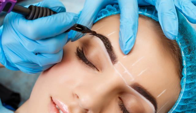 Elizabeth has been working in the beauty industry for over ten years.  Check Our Reviews Here : https://milliondollarbrows.com/reviews/