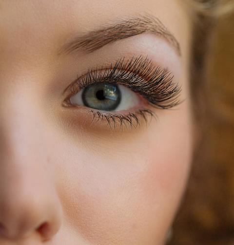 Elizabeth is a renowned expert in creating realistic eyebrows with hairlike strokes.