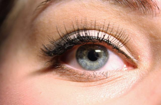 Lash tint procedure is virtually painless and you can expect the results to last for about four weeks.