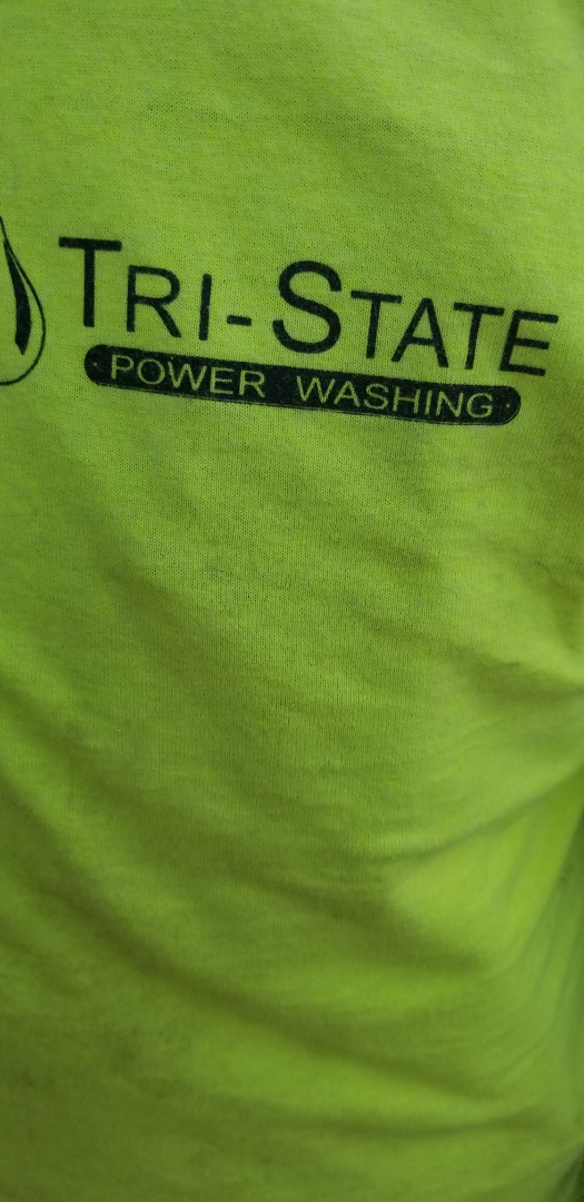 Plainfield, CT - at the plainfield  town hall with Tri State power washing setting up Christmas tree  for tommrow. ighting  ceremony