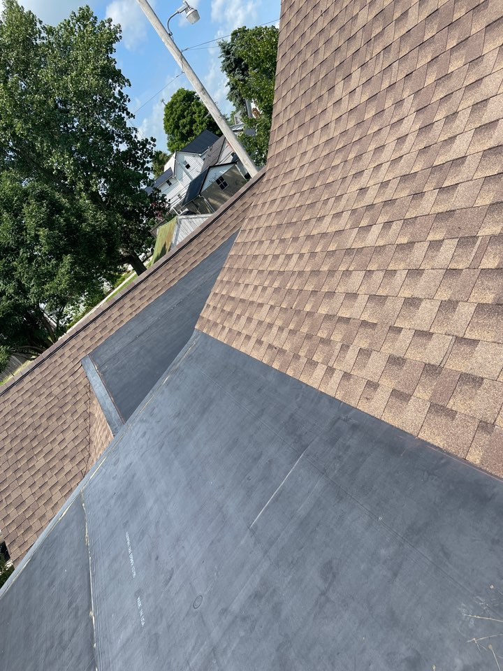 Versailles, OH - Out here finishing this rubber roof in Versailes oh. Used GAF for the dimensional.