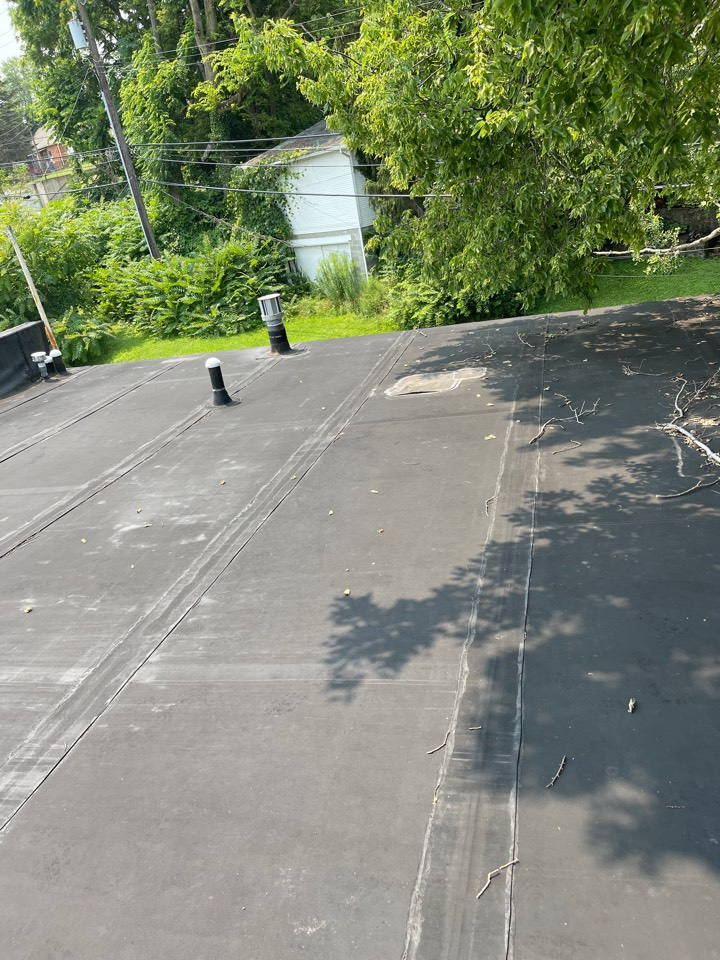 Sidney, OH - Out here with Mark in Sidney oh taking measurements for a commercial rubber roof!