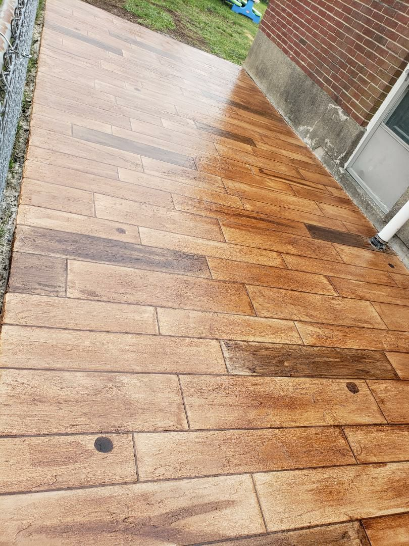 Bellefontaine, OH - Rustic wood epoxy garage flooring