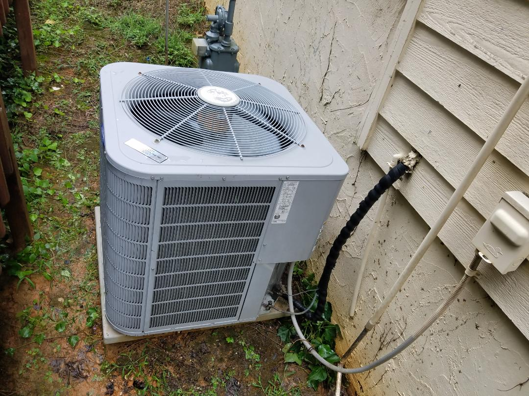 Kennesaw, GA - Performed AC Maintenance on a Carrier condensing unit.  Kennesaw