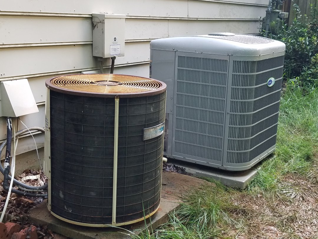 Kennesaw, GA - Performed AC Maintenance on a Carrier and a Comfortmaker Condensing Units. Kennesaw