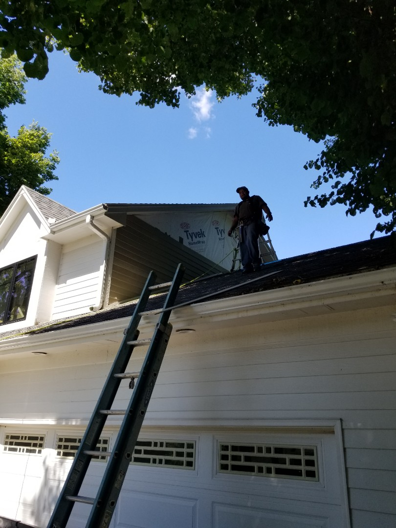 Urbandale, IA - Just getting started on a siding replacement job using Hardie Plank in Urbandale