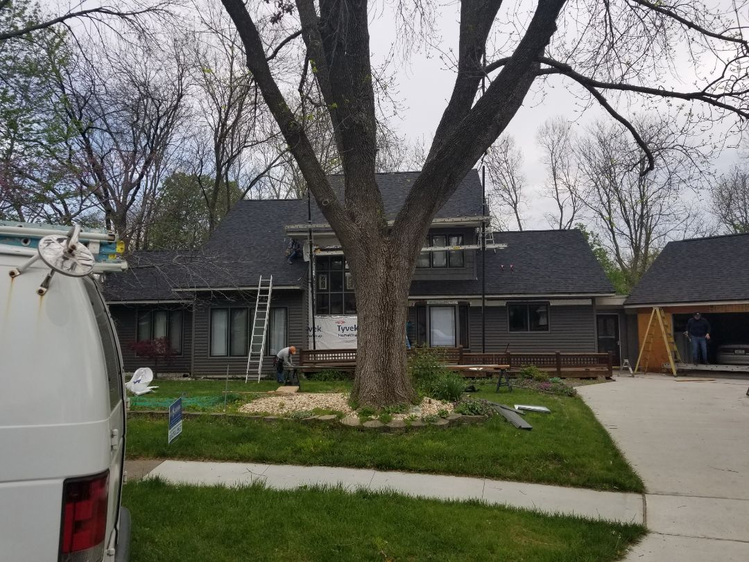 Clive, IA - 3rd day for vinyl siding install