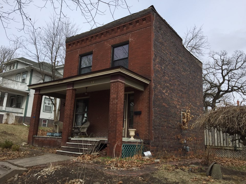 Des Moines, IA - Installing a new GAF TPO roof on this historical home