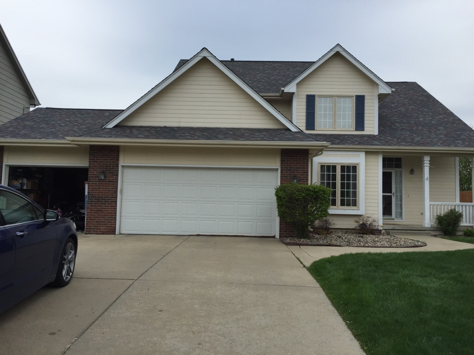 West Des Moines, IA - Just installed new Owens Corning Duration asphalt roof on this home in West Des Moines looks great!