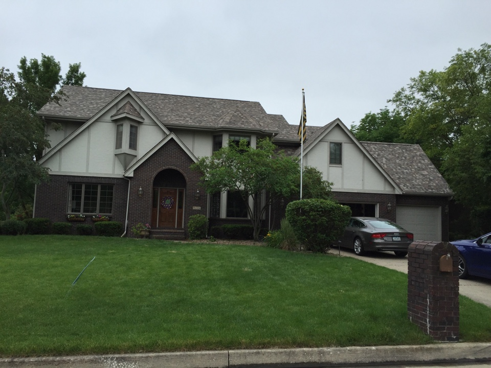 Urbandale, IA - Just finished up with a new Owens Corning Duration Designer Asphalt roof on this home along with Gutter Rx gutter protection