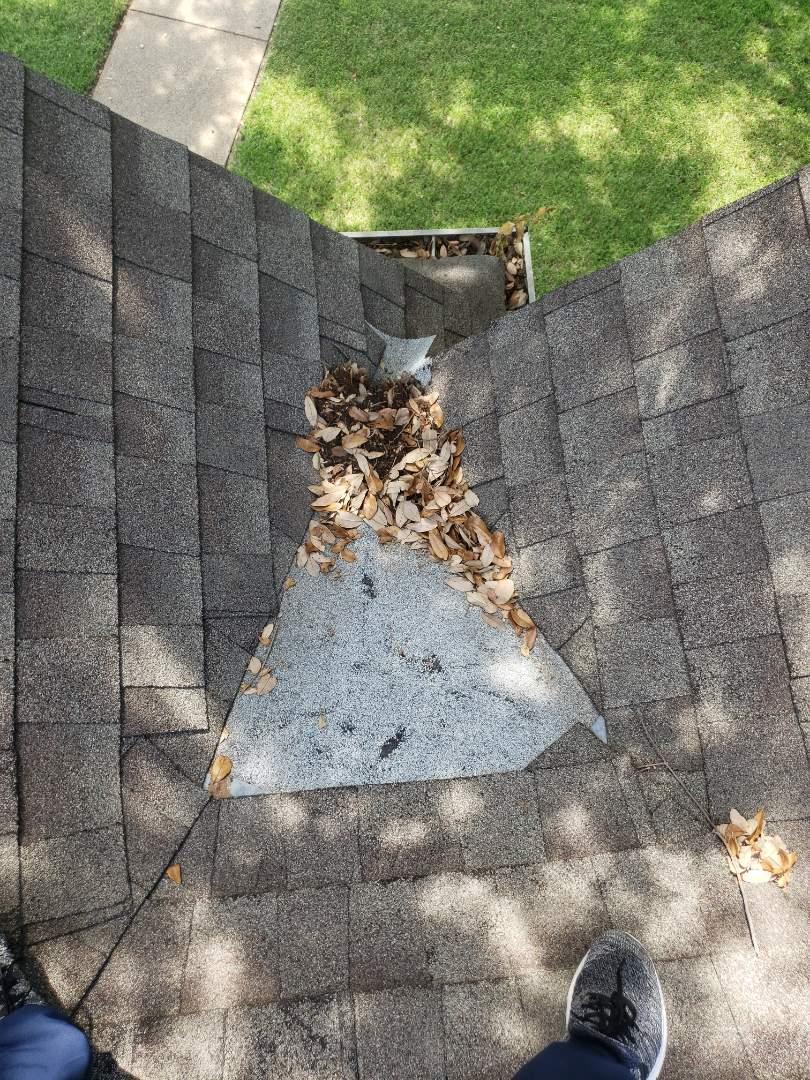 Dallas, TX - Hail damage. Leak. Water damage. Owen's corning. 30 year shingle.