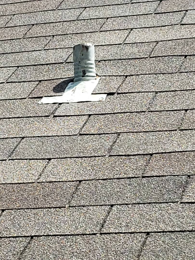 Plano, TX - Roof replacement.  Old age. Leaks. Leaking. Owen's corning. 3-tab shingles.