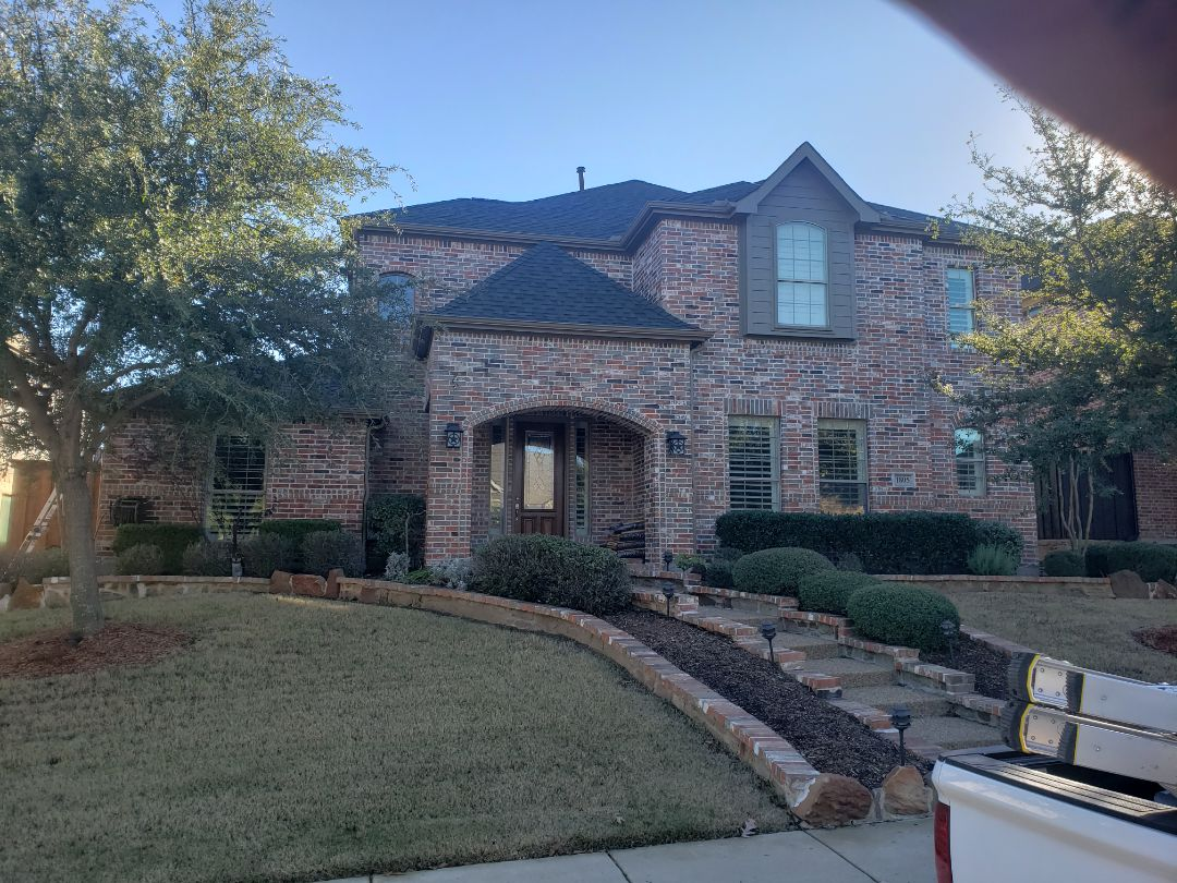 Frisco, TX - Frisco Texas hail damaged roof replaced with Owens Corning 30 year dimensional shingles. New felt, drip edge, decking,