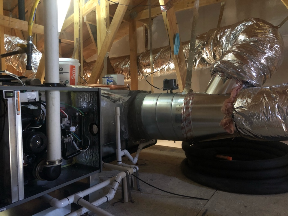 Installing a high efficient furnace and condenser in Los Gatos.