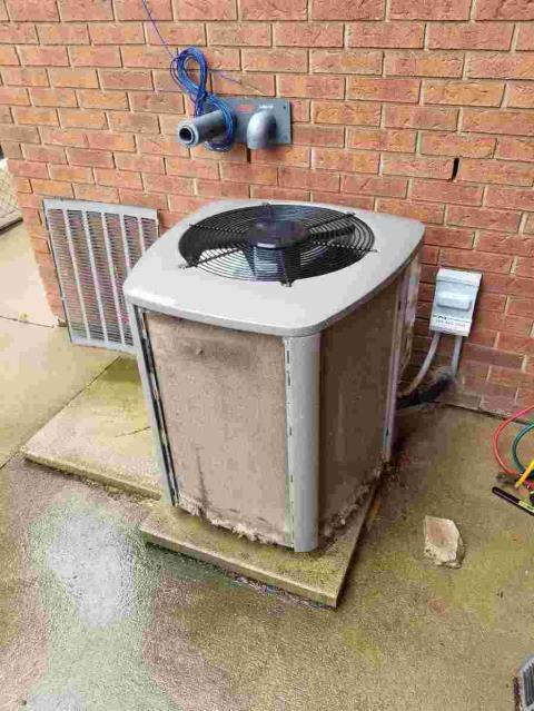 Hamilton, ON - Cleaned plugged condenser coil, Hamilton, On