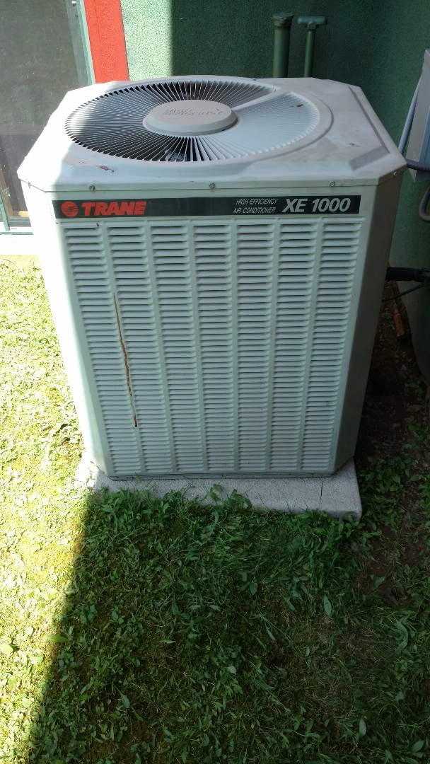 Prentice, WI - Replace burned out run capacitor on Trane XE1000 central air conditioner.