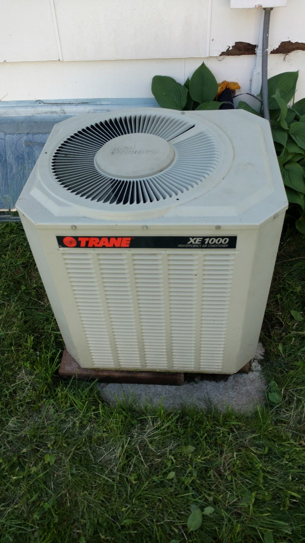 Park Falls, WI - Trane XE 1000 not cooling. Unit low on freon R-22. Leak check system and recharge unit.