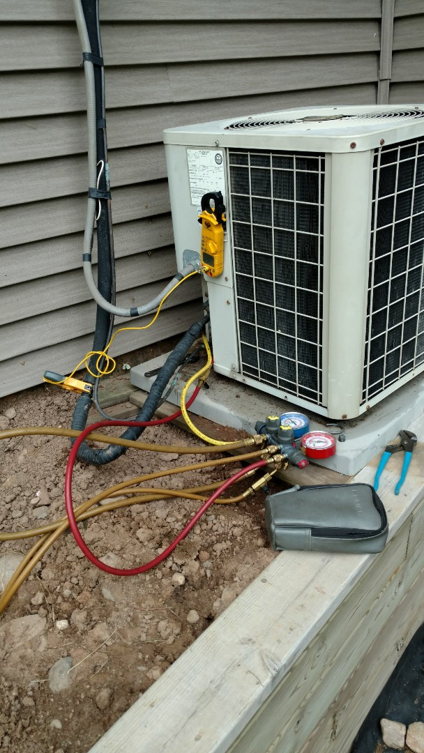 Prentice, WI - Check over Comfortmaker central air conditioner.  Clean dirty indoor coil. Check operating pressure and temps
