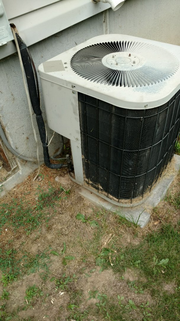 Catawba, WI - Service Goodman air conditioner. Replace inoperative Robertshaw thermostat with a Honeywell digital thermostat.