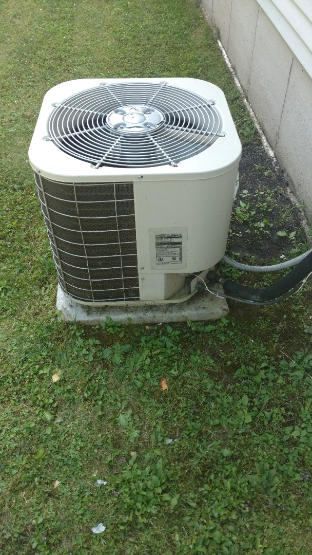 Catawba, WI - Service Gibson air conditioning unit. Adjust freon charge to attain proper operating pressures and temps.
