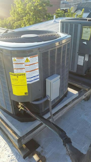 Install rooftop Trane XR16 condenser and TEM6 Air Handler in home on Pine Street in Philadelphia.