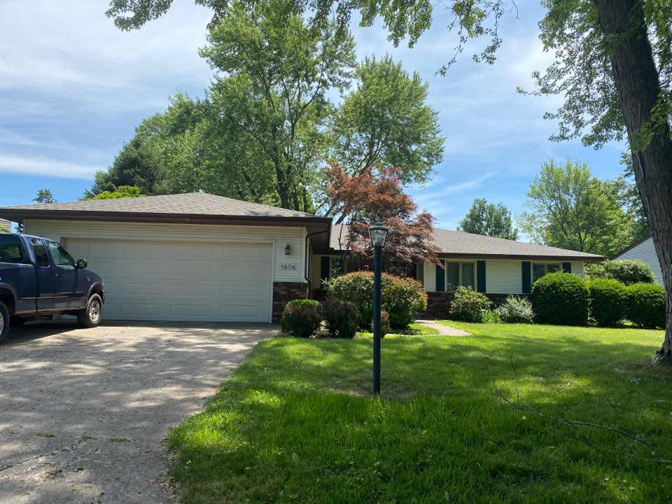 Savoy, IL - Another perfect job by the Steinmeyer crew! Weathered wood shingles and new brown gutters make this home look great!