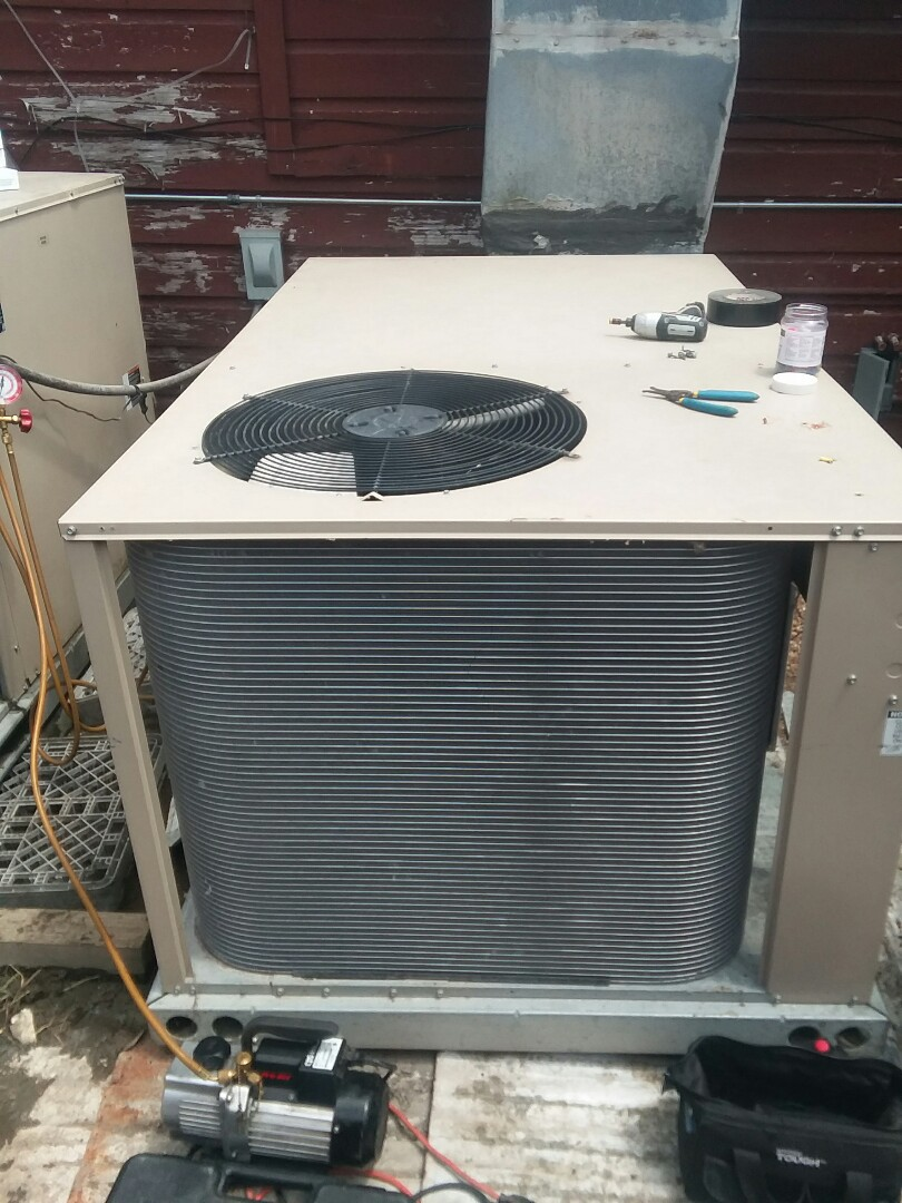 Lavon, TX - Replaces condensing coil on a package unit in Lavon.