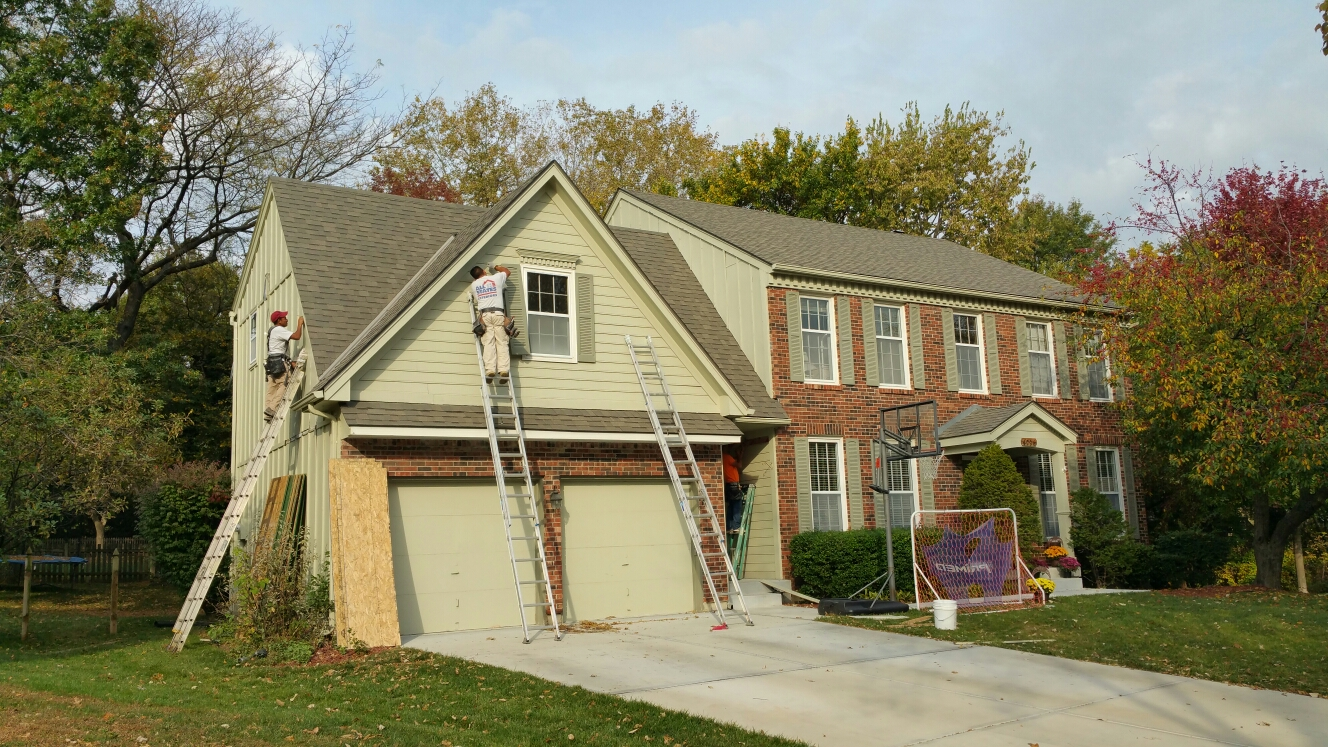 Leawood, KS - Day 1 of James Hardie ColorPlus Beaded Cedarmill Plank Siding.