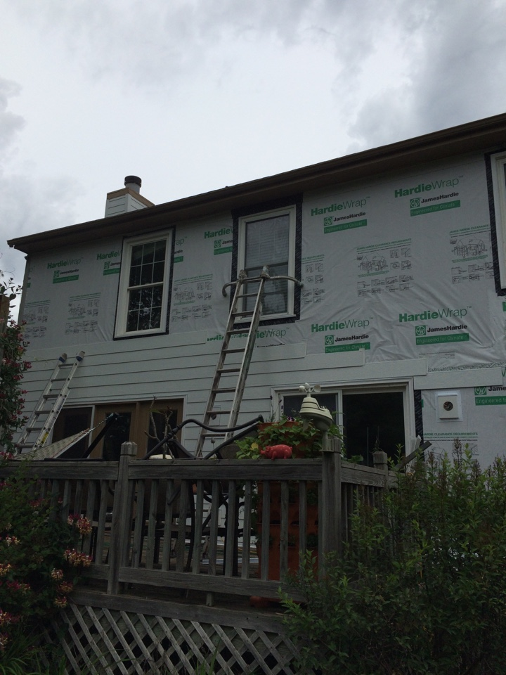 Leawood, KS - James Hardie Color Plus Arctic White Siding in Overland Park, KS.