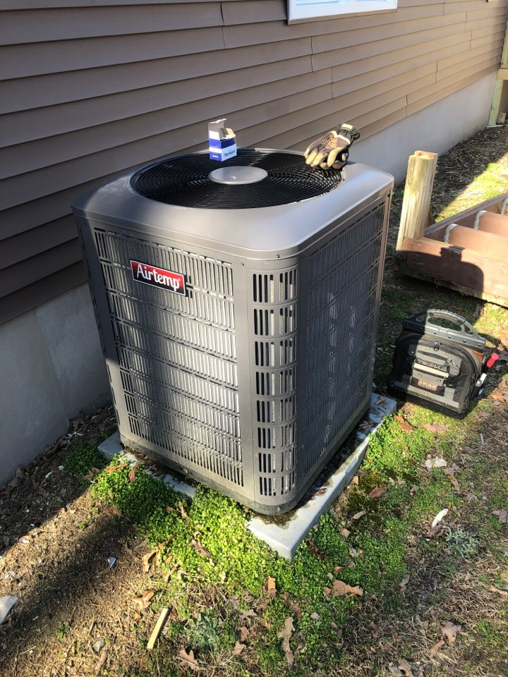 Kernersville, NC - Blank Thermostat issue on a heat pump. New Airtemp mobile home unit, back up and running!