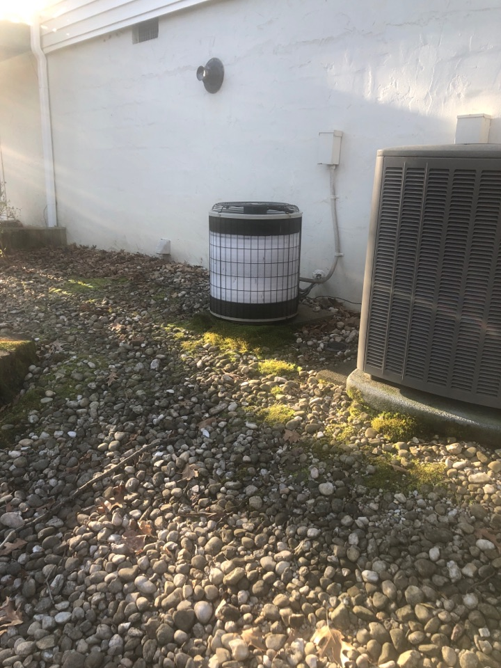 Kernersville, NC - Lennox heat pump not going into cooling. Just put up a nest thermostat. Easy fix!