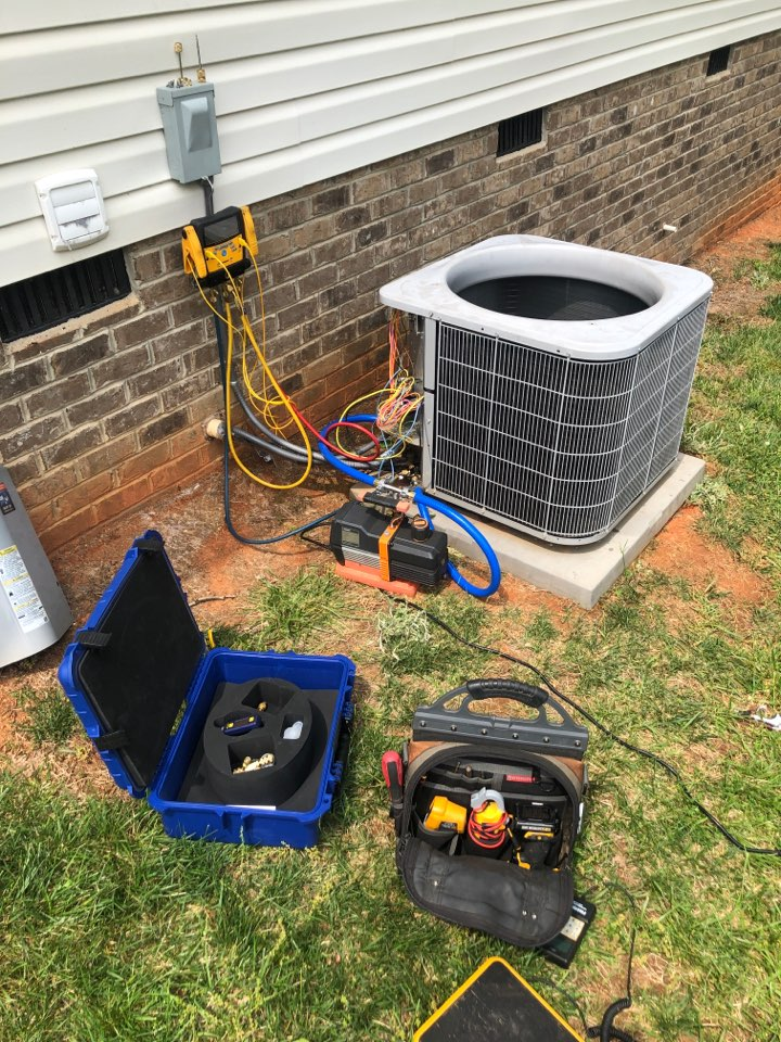 Stokesdale, NC - Compressor change out on a carrier heat pump