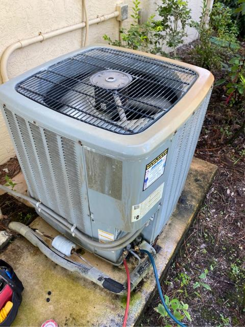 Jupiter, FL - Performed a 23 point inspection maintenance to keep air conditioning running efficiently.  We recommend twice a year to keep your ac clean and cool!