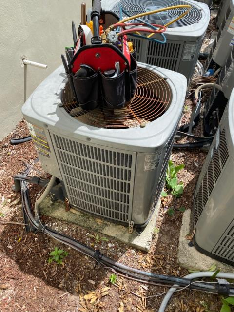 North Palm Beach, FL - Customers air conditioning system needs to be replaced.  Provided estimate on new ac system.