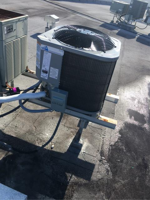West Palm Beach, FL - New ac system installed roof top; 2 ton, 14 seer.