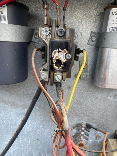Vero Beach, FL - Air Conditioning system not working; replaced contactor and fan relay.