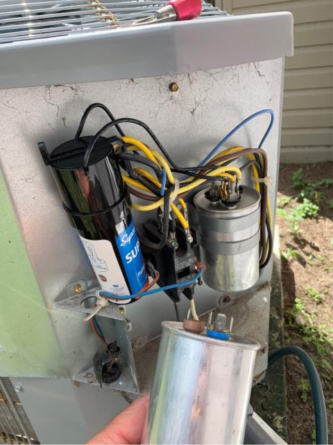 Jensen Beach, FL - AC system not cooling; replaced capacitor.