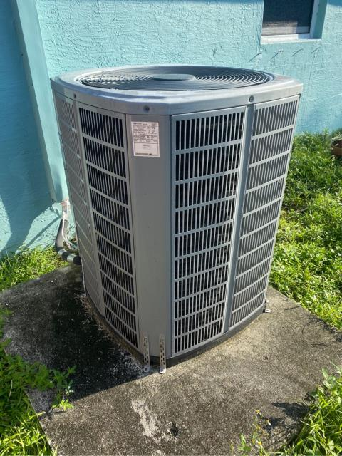 Port St. Lucie, FL - Air conditioning system old and not running efficiently; provided customer with estimate on new ac system.